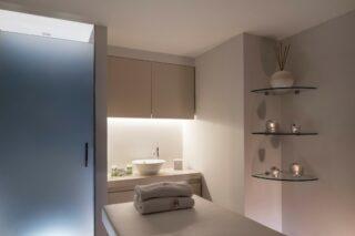 Qui est impatient de se détendre grâce à un excellent massage? #chamonix #grandhoteldesalpeschamonix #spa #massage #soin